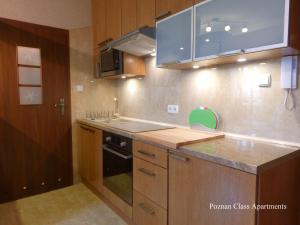 波茲南克拉斯公寓廚房或簡易廚房