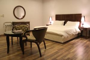 A bed or beds in a room at Drr Ramah Suites 4