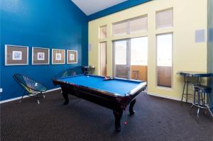 Global Luxury Suites Downtown San Joseにあるビリヤード台