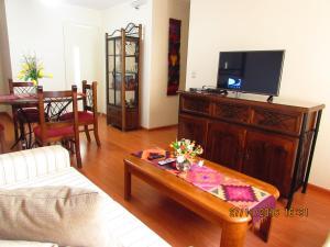 A television and/or entertainment center at Bonito Apartamento en Miraflores