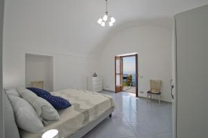 A bed or beds in a room at Casa Lisuccia