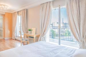 A bed or beds in a room at Luxury Duplex Amazing View