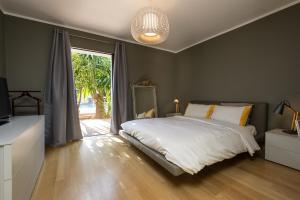 A bed or beds in a room at Villa Super Cannes with Heated Pool