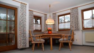 Ein Sitzbereich in der Unterkunft Landhaus Hohenschwangau