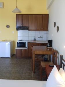 A kitchen or kitchenette at Kyklades