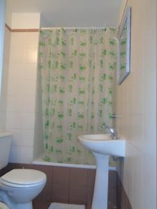A bathroom at Varadero II