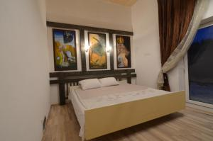 A bed or beds in a room at Vilnius Luxury Apartment 2