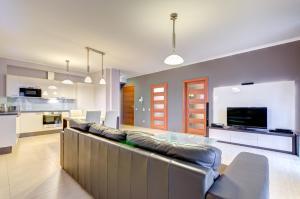 A seating area at Apartament Koga Waterlane