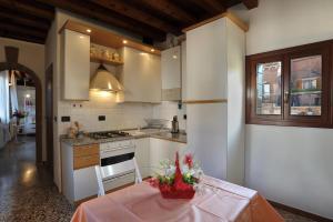 Cuisine ou kitchenette dans l'établissement Apartment sun Venice