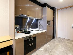 A kitchen or kitchenette at Pengman Beijing Rd. A-mall Apartment