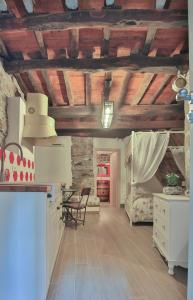 A kitchen or kitchenette at Cantina del Pescatore