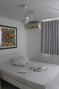 A bed or beds in a room at Ametista Flat