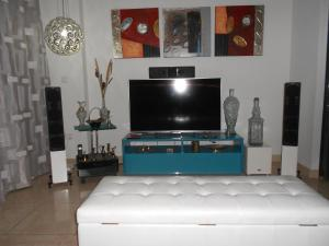A television and/or entertainment centre at Jardines de Las Marinas