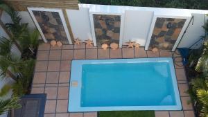 Вид на бассейн в Trident Villa или окрестностях