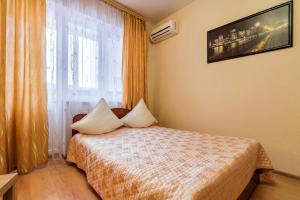 Кровать или кровати в номере Гостеприимный Краснодар - Зиповская 3