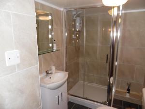 A bathroom at Primrose Cottage