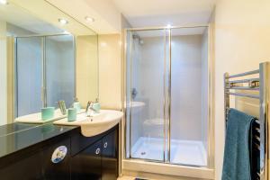 A bathroom at City Visits - Ryland St.