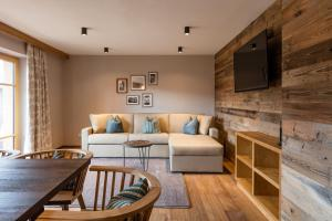 A seating area at Alpbach Lodge Chalet Superior