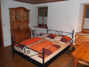 Ein Bett oder Betten in einem Zimmer der Unterkunft Ferienwohnung Luzia