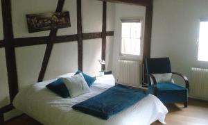 A bed or beds in a room at Appart chaleureux