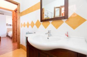 A bathroom at Apartments Laconi