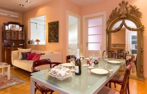 Ein Restaurant oder anderes Speiselokal in der Unterkunft Apartment Arcadia
