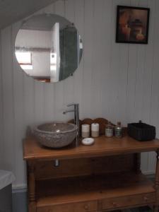 A bathroom at Gite de la Haute Ville