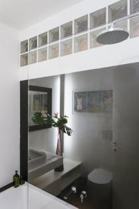A bathroom at Vivere Milano Isola
