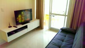 Una televisión o centro de entretenimiento en Apartamento Ingleses Norte