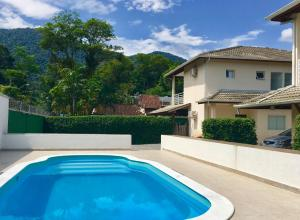 The swimming pool at or near Vila Tiare Residencial