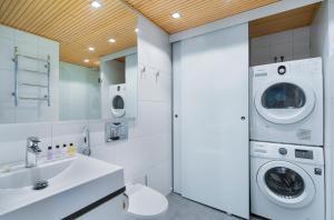 Vonios kambarys apgyvendinimo įstaigoje Apartment Hotel Aallonkoti