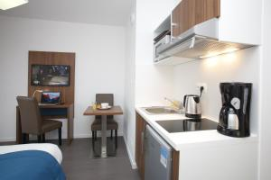 A kitchen or kitchenette at Odalys City Metz Manufacture