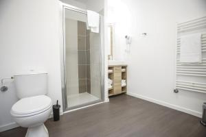 A bathroom at Odalys City Metz Manufacture