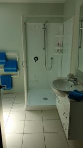 Un baño de Ocean View Self-contained Apartment