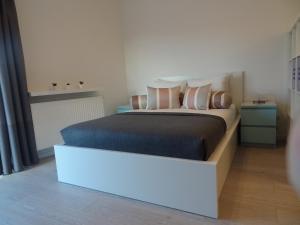 מיטה או מיטות בחדר ב-Studio Moderno POZ