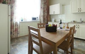 A kitchen or kitchenette at Apartment Nice on Sadovaya-Triumfalnaya