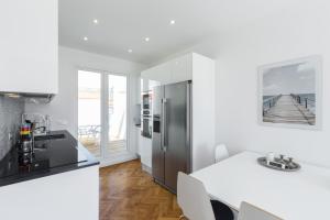 A kitchen or kitchenette at Centragence - Le Verdi
