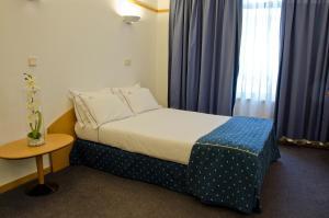 Uma cama ou camas num quarto em VIP Executive Eden Aparthotel