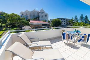 A balcony or terrace at Beach Club Resort Mooloolaba