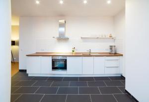 A kitchen or kitchenette at BENSIMON apartments