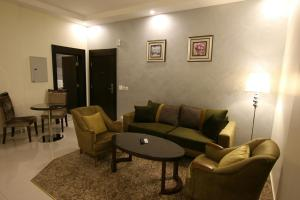 A seating area at Alsamer Homes