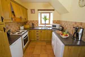 A kitchen or kitchenette at East Clare Golf Village By Diamond Resorts