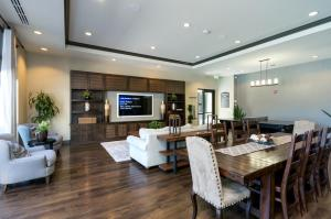 Global Luxury Suites in Sunnyvaleにあるレストランまたは飲食店