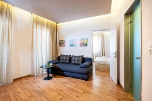 A seating area at Elina Hotel Apartments