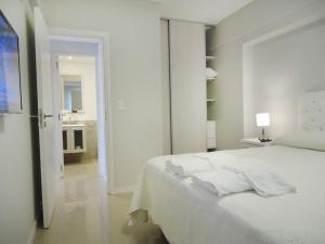 Una cama o camas en una habitación de 108 y El Mar