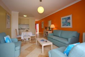 A seating area at Canico Bay Apartments