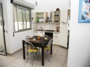 A kitchen or kitchenette at Casa Vacanze Pina
