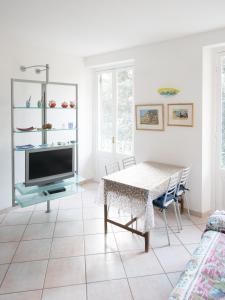 Telewizja i/lub zestaw kina domowego w obiekcie Appartamento della Piazza