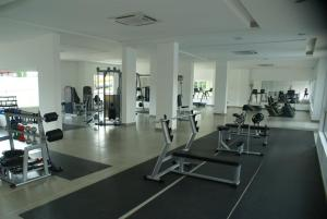 The fitness center and/or fitness facilities at Apartamentos Residenciais Riviera Park