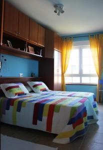 A bed or beds in a room at Apartamento Langosteira
